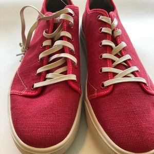 Toms travel light  Poinsettia red canvas sz9